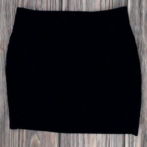 Joe Benbasset Black Mini Skirt. NWT